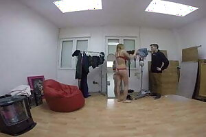 Daniela meets and fucks El Nino Polla in the changing room